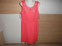 Neu Feminines Kleid mit Cut Outs in Hellpink Gr. 42 Bodyflirt