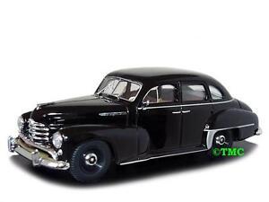 Opel Kapitän   1951-1953  schwarz    /  Minichamps  1:43