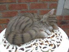 chat coucher statue ,parfaite imitation d un réel  , nouveau ! polyrésine