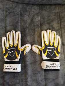 SG12905 Arsenal FC Childrens//Kids Goalkeeper Gloves