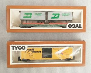 Lot of (2) Tyco HO box cars Piggyback Flat Car 369-B and Billboard Box Car 365-F