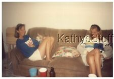 COLOR PHOTO I_9257 PRETTY WOMEN SITTING ON COUCH