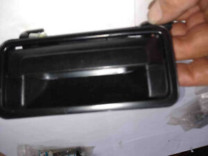 1994 LUMINA 4DR NEW LEFT FRONT OUTSIDE DOOR HANDLE Corsica,GP And Lumina 87-94