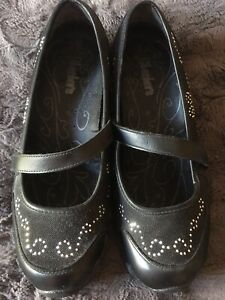 Womens Black sketchers shoes size 7
