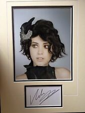 KATIE MELUA - CHART TOPPING SINGER - EXCELLENT SIGNED COLOUR PHOTO DISPLAY