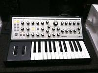 Moog Sub Phatty , ANALOG SYNTHESIZER, Keyboard Synth Bass 25 key in box //ARMENS