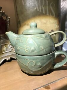 Pier 1 Stoneware Green Embossed Tea for One teapot with lid coffee mug/cup