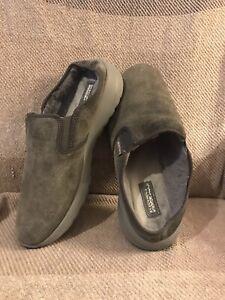 Women's Skechers GOGA MAX Clogs Shoes Gray suede  Faux Fur size 10