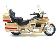 HONDA GOLD WING CHAMPAGNE AVEC SOCLE 1/18 WELLY