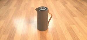 Stelton Emma Kaffeeisolierkanne 1,2 l, matt grau Limited Edition Teekanne sFOTO