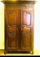 armoire chêne massif finement sculptées porte trois panneaux . XVIII siècle .