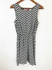 Francescas Birdcage Womens Dress Medium Black White Chevron Print Exposed Zipper