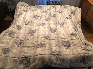 Beautiful Croscill Chambord Queen Size Comforter