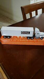 1993 winross 1/64 Central Freight Lines good condition comes with a box