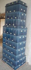 die Ofenkacheln von einem antiken Kachelofen blau 2,30 m hoch
