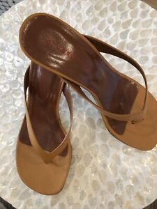 simon miller Shoe Camel Leather Thong Sandal Kitten Heel Sz 7 38 Made I Portugal
