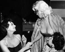 SOPHIA LOREN & JAYNE MANSFIELD 1957 PARTY - 8X10 PUBLICITY PHOTO (CC875)