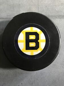 BOSTON BRUINS VINTAGE BLANK BACK LINDSAY PUCK MINT CONDITION EXTREMELY RARE!