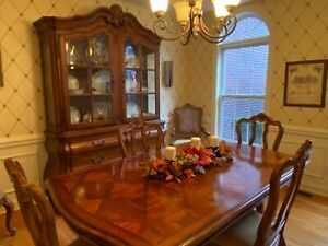 Ethan Allen Tuscany Dining room set with extra 2 leaves and protective pads