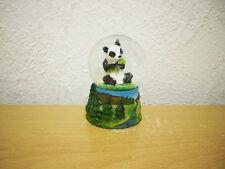 "Kleine Schneekugel ""Panda"" (Kunstharz/Glas) / Small Snow Globe ""Panda"""