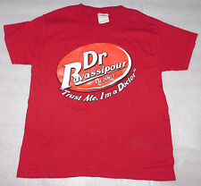 Dr Ravassipour T-Shirt Trust Me I'm a Doctor 2003 Maroon Red Gildan Youth M