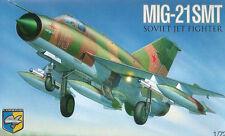 PLASTIC MODEL AIRPLAINE MIG-21 SMT SOVIET MULTIPURPOSE FIGHTER 1/72 CONDOR 7214