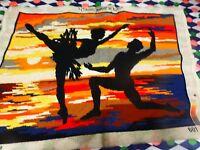 canevasfini ,teintes orangées ,les danseurs au coucher du soleil