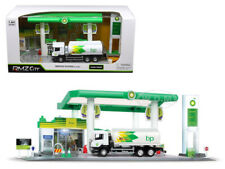 """SCANIA P TANKER TRUCK & """"BP"""" SERVICE GAS STATION DIORAMA 1/64 BY RMZ CITY 24444"""