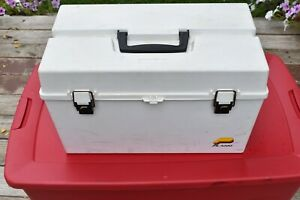 Large Plano Tackle Box, Holds Up To 320 Fishing Lures, More If You Use Both Side