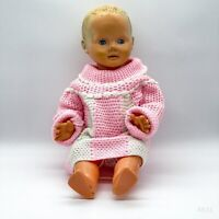 Vintage RATTI Puppe mit Schelmenaugen, Rosa Häkelkleid, Antikspielzeug - 49cm