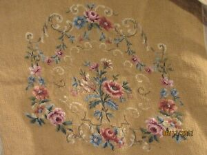 """VINTAGE NEEDLEPOINT CHAIR SEAT COVER 21""""X24"""" rustic tan BACKGROUND FLORAL CENTE"""