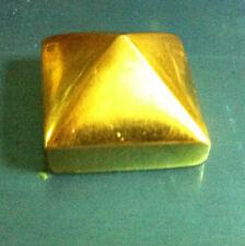 Chiodo Piramidale in ottone per zoccoli portoni mm 20 con vite fissaggio