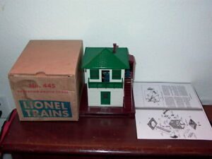LIONEL #445 OPERATING SWITCH TOWER, ORIGINAL BOX +145C
