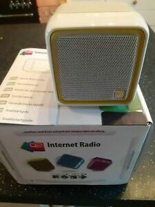 Boxed Q2 cube internet radio - white -  USB lead