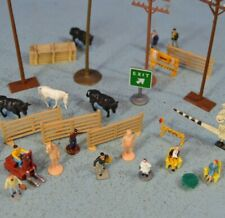 Assorted Ho Scale Figures & Scenery Pieces