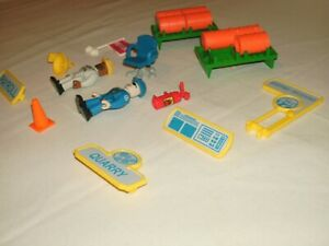 Rokenbok System Parts Lot of People Figures Workers, Accessories, Barrels, Signs