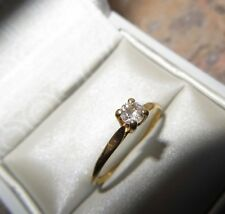 Bijou ancien bague solitaire fine monture or jaune 18 K avec un diamant 0,15 cts
