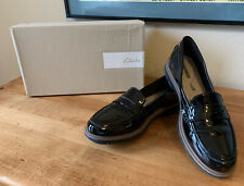 Clarks Raisie Eletta Black Synthetic Patent Penny Loafer Cushion Insole 9.5B EUC