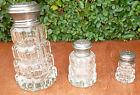 Ancienne salière, poivrière et sucrier en métal argenté et verre avec poinçon