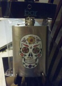 A NEW BEAUTIFUL 8 oz SKULL HEAD STAINLESS STEEL FLASK