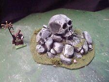 Cairne with Giants Skull wargame terrain Warhammer KoW 40K Malifaux Rare!