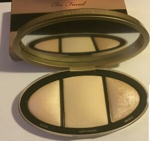 TOO FACED Born This Way Turn Up The Light Highlighting Palette -Light