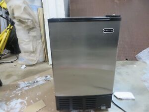 Whynter Stand alone Ice Maker Like New