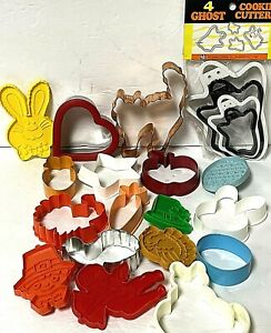 Mixed Lot Of 21 Metal And Plastic Cookie Cutters Mixed Holiday