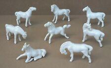 8 PETITS chevaux porcelaine blanche de chine chinoise CHEVAUX DE WANG NU ?