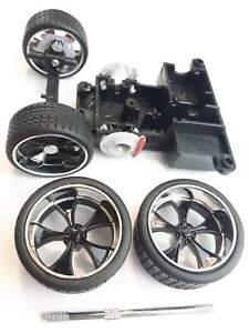 MAISTO Dodge Challenger 2006 1:24 Spare Parts 4 Wheels With Tyres die cast