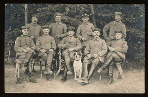Foto AK - Soldaten mit Hund FussArt. Btl. 151 - 1.WK