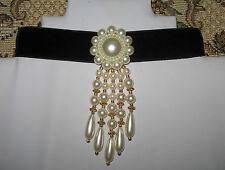 Samt-Halsband, Kropfband,mega-langer Perlen-Anhänger, Blume,Tracht, schwarz-weiß