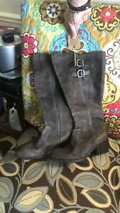 Born Taupe Suede Nwt Boots
