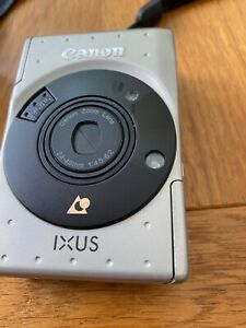 Canon IXUS CAMERA 1170064 With Pouch